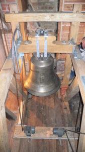Glocke mit Läutemaschine, Antriebskette und -rad